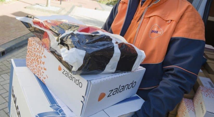 Hoe laat komt de post je pakketje bezorgen?